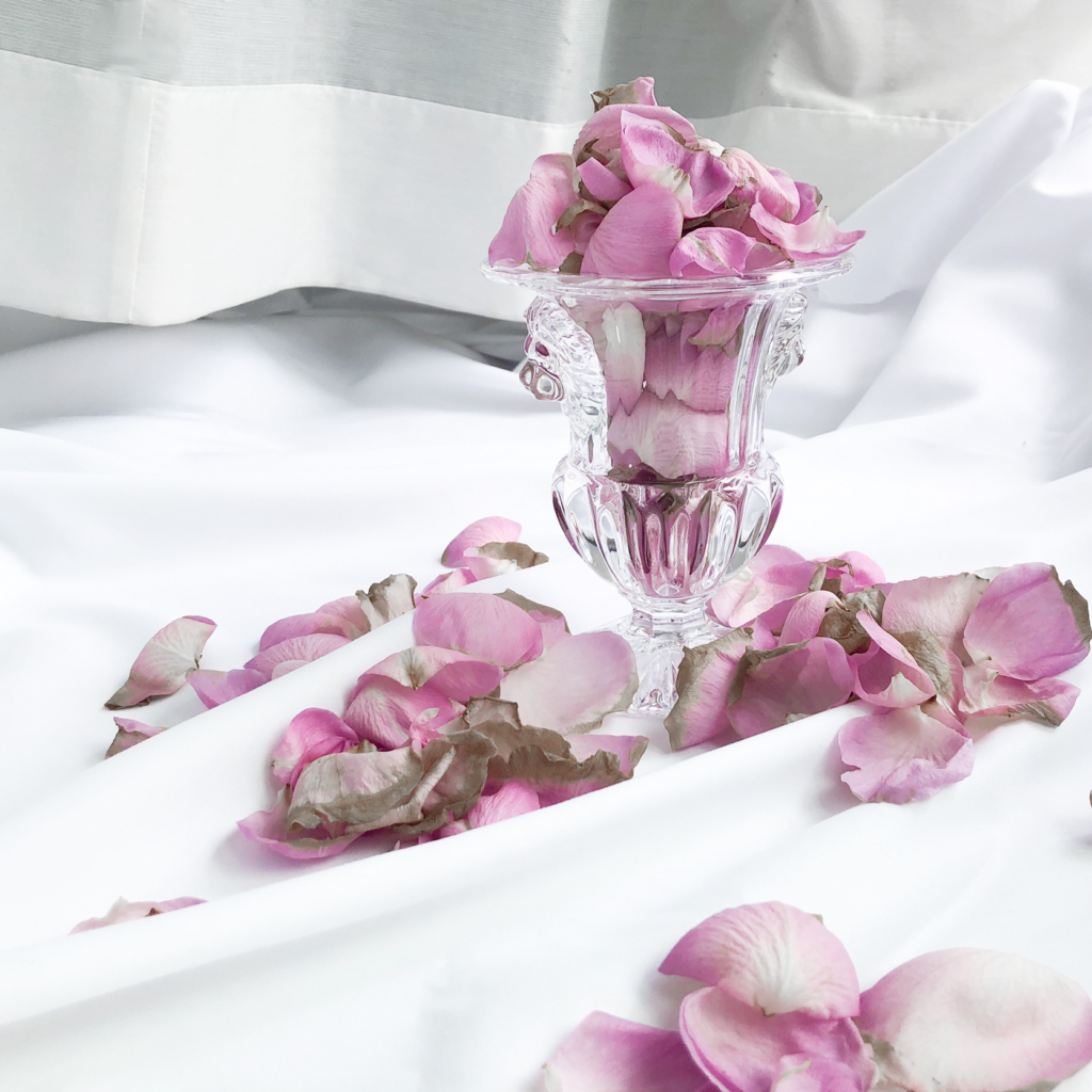 バラ風呂に使ったピンク色のバラの写真