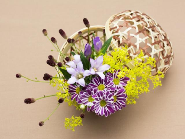 写真ACから引用したワレモコウと秋の花のアレンジメントの画像