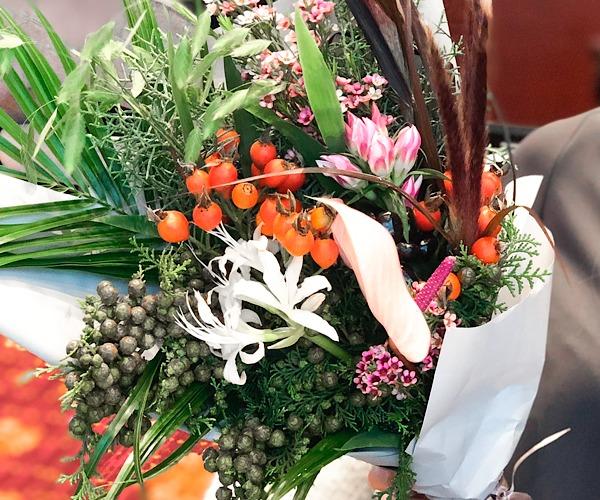 中目黒のおしゃれ花屋farver(ファーヴァ)で購入した花束を撮影した写真