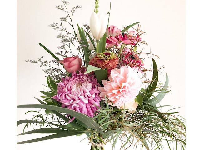 irotoiro(イロトイロ)で購入した花束を撮影した写真