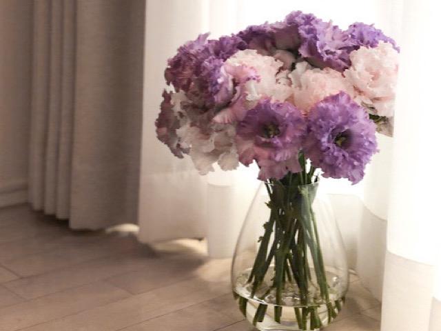 トルコキキョウの花を飾ったのを撮影した画像