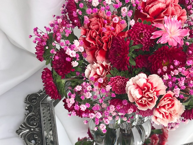 スーパーで購入した花を使って私が作ったアレンジメントの画像