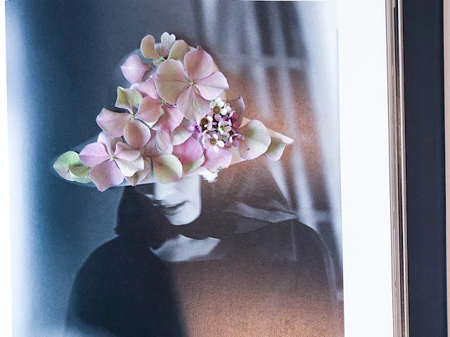 帽子の花びらアートを撮影した画像