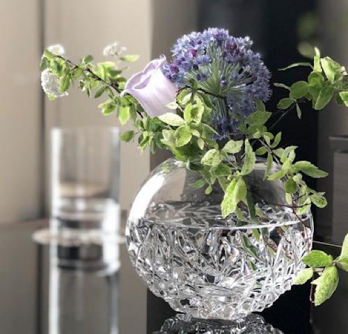 Orrefors(オレフォス)の花瓶を使ったおすすめの飾り方の画像