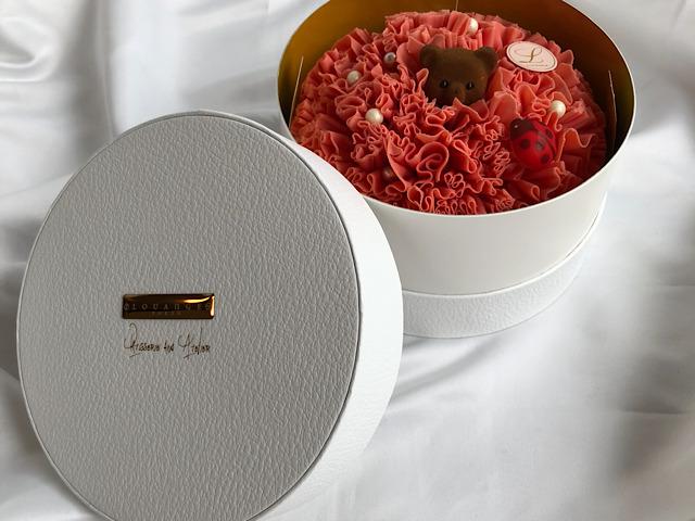 おすすめのお花スイーツLOUANGE TOKYOのホールケーキを撮影した画像