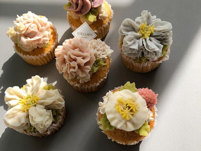 おすすめのお花スイーツSTELLARY sweetsのカップケーキを撮影した画像